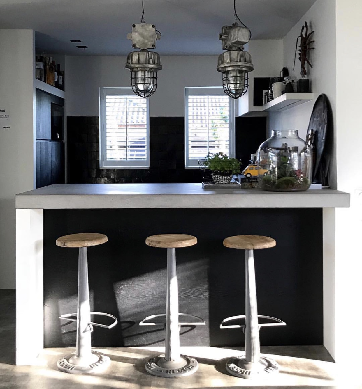 Donkere kleuren stylen in je interieur!